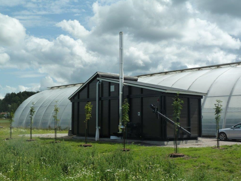 Greenhouse heating with a containerized biomass heating plant