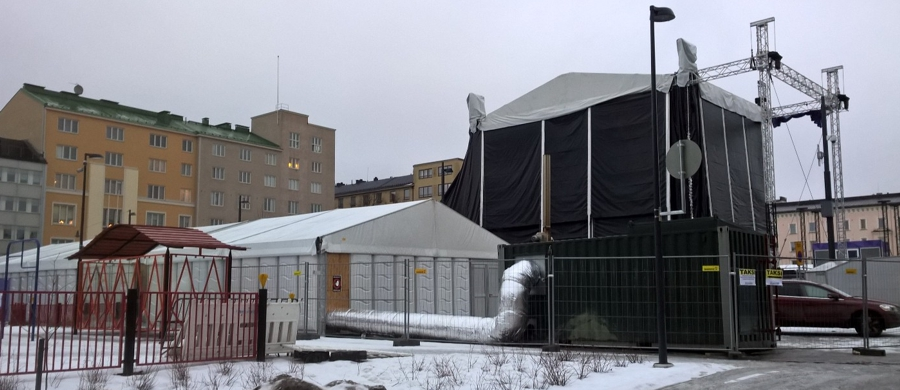 Containerised biomass hot air generator providing heat for the back stage of a winter concert