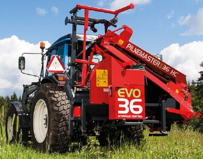 Pilkemaster EVO firewood processors are easy to transport on the 3-point hitch of a tractor