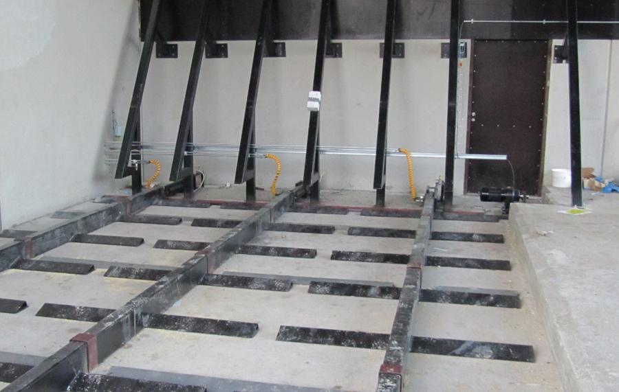 Intéreieur d'un silo à échelles hydrauliques.