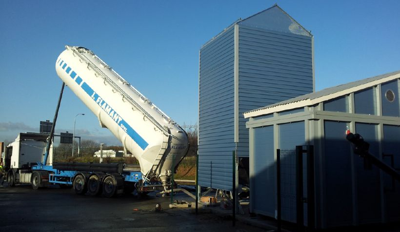 Filling up the pellet silo