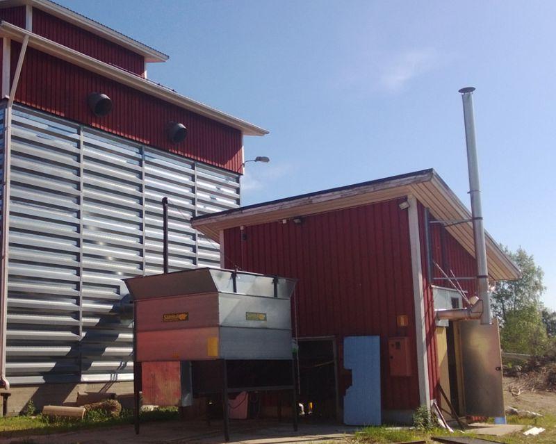 Grain dryer with a Säätötuli biomass hot-air generator