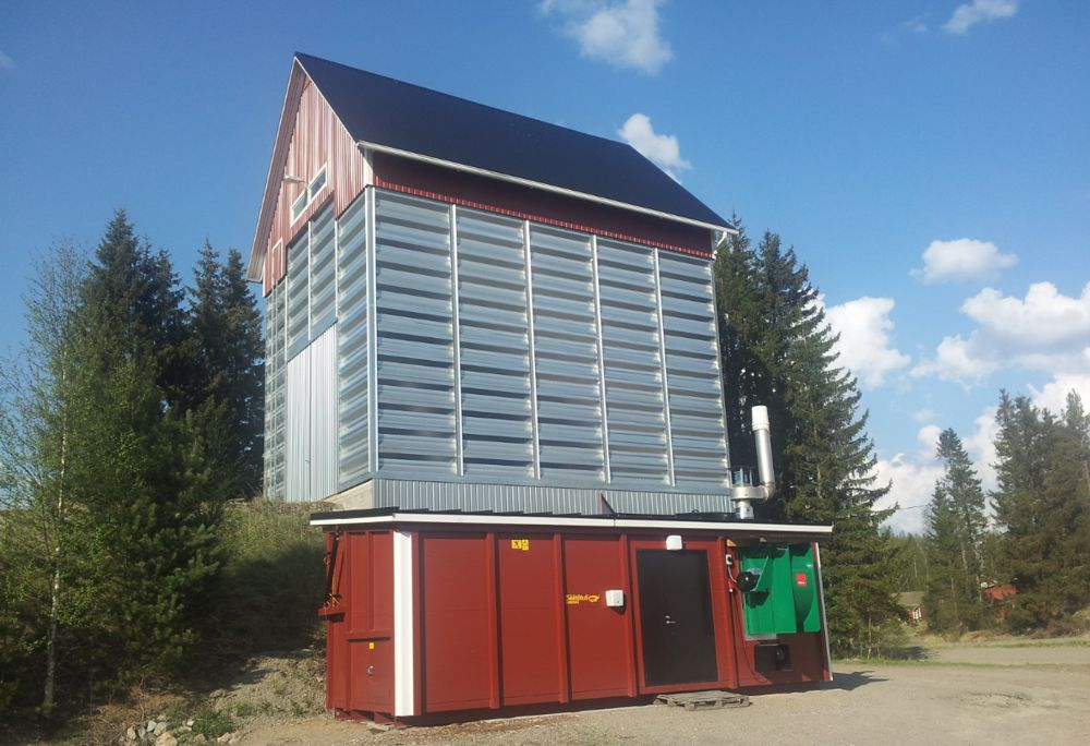Containerised biomass hot-air generator on a grain dryer