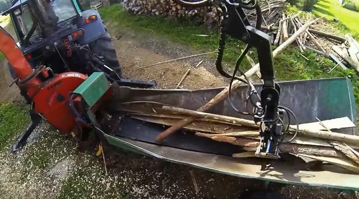Chipper transformant des croutes de scierie en combustible biomasse