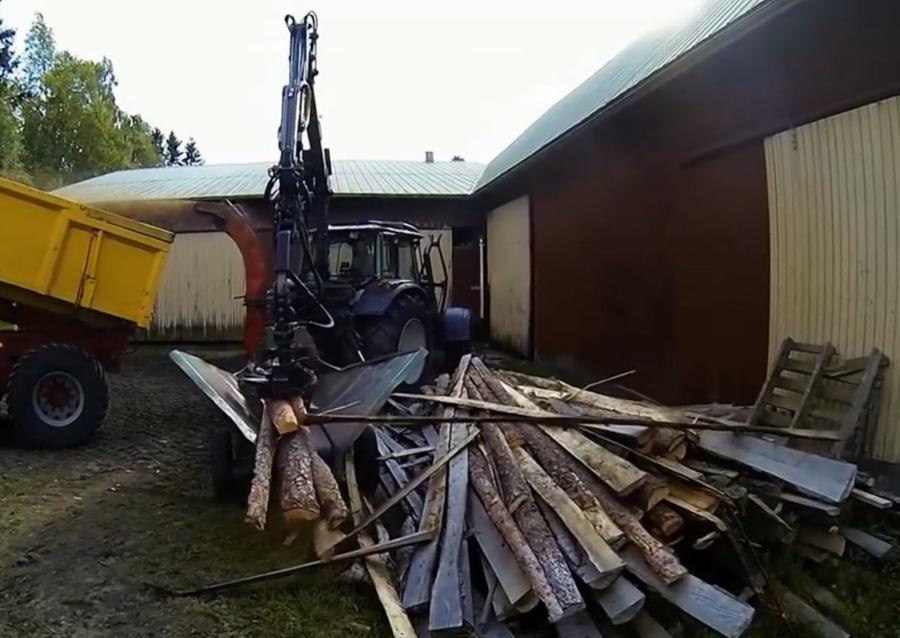 Chipper transformant des résidus de scierie en combustible biomasse